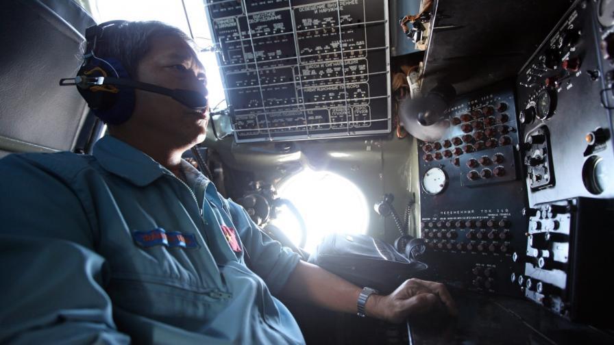 Издирването на изчезналия самолет продължава и по вода, и по въздух