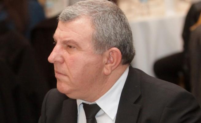 Орешарски сдобрява Греков и Фонд