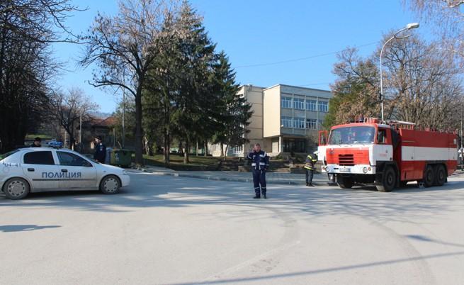 Убит полицай при спецакция в Лясковец, мъж заплашвал деца