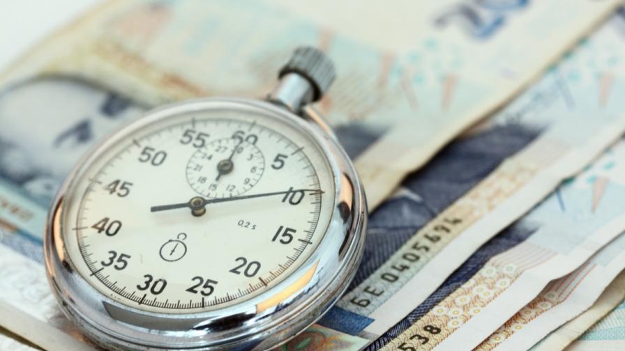 """България отличена като """"впечатляващ кредитополучател"""""""