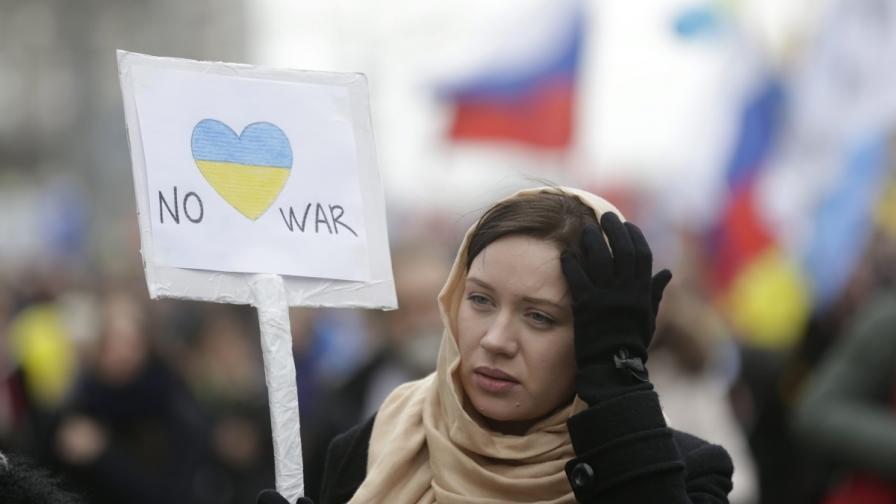 Десетки хиляди хора протестираха в руската столица срещу война в Украйна и окупация на Крим