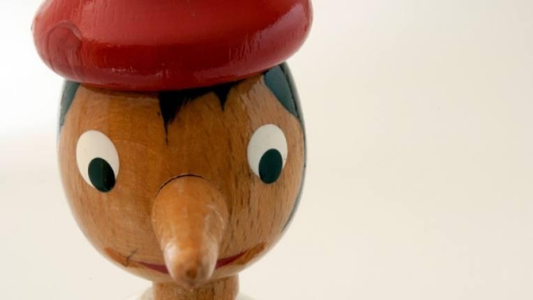 пинокио дете лъжа кукла дървена