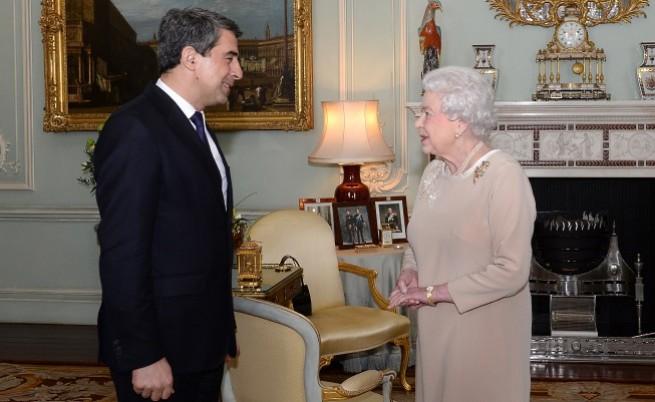 Кралица Елизабет II посрещна българския държавен глава Росен Плевнелиев на лична среща в Бъкингамския дворец