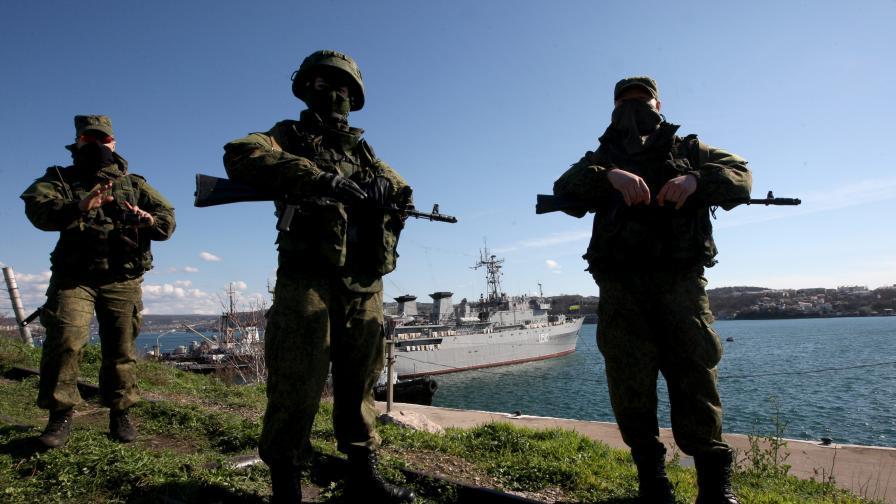 Проруски активисти превзеха щаба на украинските ВМС в Севастопол