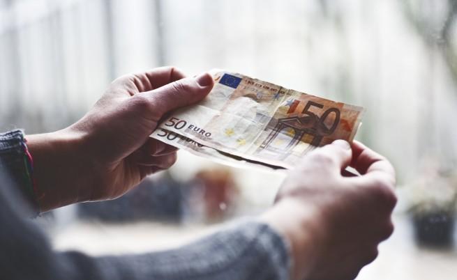 """Двама германски туристи платиха на Гърция 875 евро """"репарации"""""""