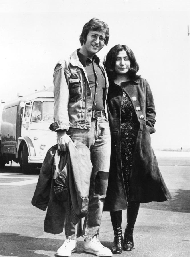 <p>На разходка под пролетното слънце в Кан, Франция (17 май 1971 г.)</p>