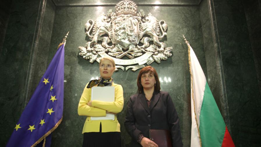 Номинираните за Главен съдебен инспектор на Съюза на съдиите Вера Чочкова (д) и Теодора Точкова (л)
