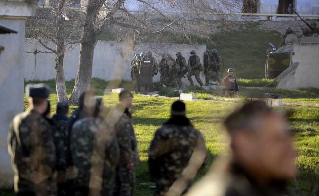 Русия обяви военния си контрол в Крим