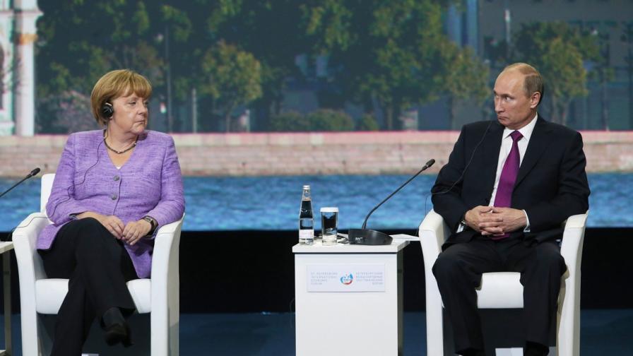 Ангела Меркел и Владимир Путин през юни 2013 г.