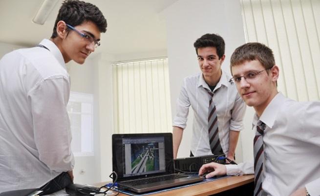 Български ученици спечелиха голямата награда на НАСА