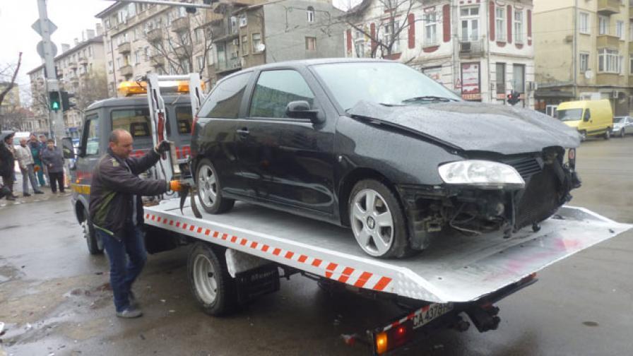 Лек автомобил блъсна четирима на тротоар в София, няма жертви