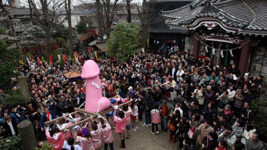 """Канамара Мацури или """"Фестивалът на железния фалос"""" в Кавазаки, Япония"""