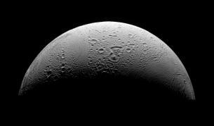Луната Енцелад - спътник на Сатурн
