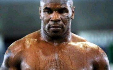 Железният Майк показва брутални умения дори на 53 години!