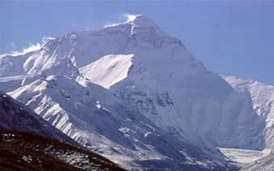 Китайците строят път до Еверест