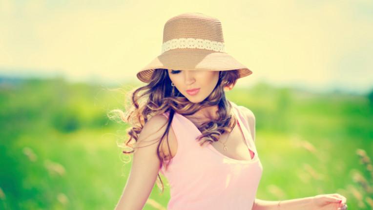 жена красота шапка поле щастие свобода