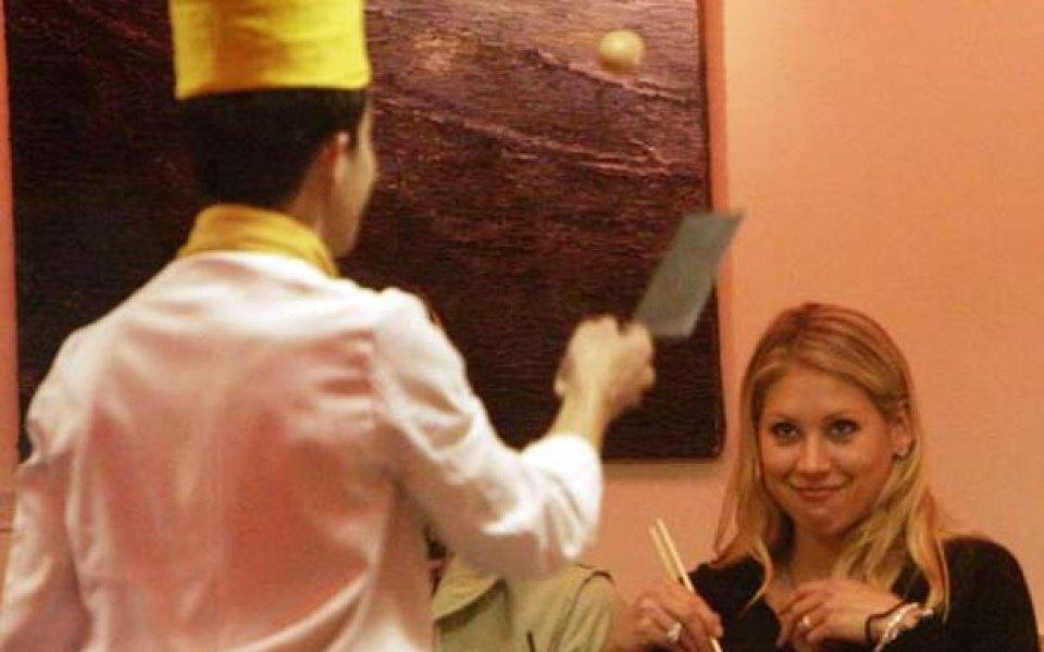 Курникова демонстрира умения с уста пред Енрике