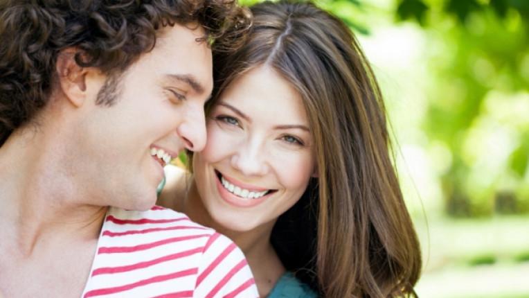 любов връзка щастие двойка прегръдка целувка
