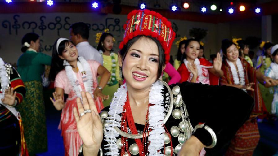 В Тайланд празнуват Новата 2557 година