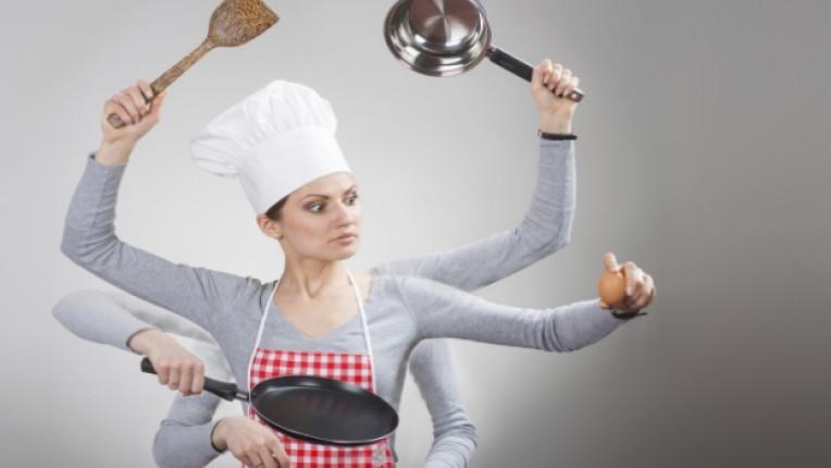 жена готвач кухня