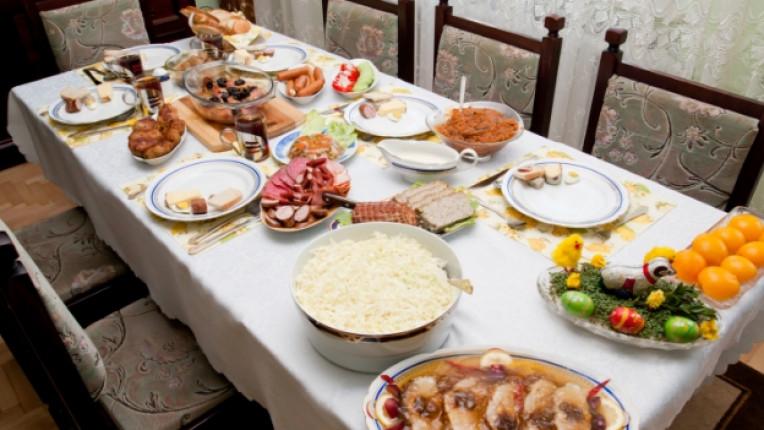 Великден трапеза традиции празник украса семейство ястия