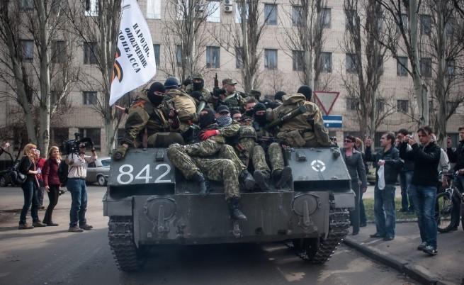 Щурмуваха военно поделение в Мариупол, има убити и ранени