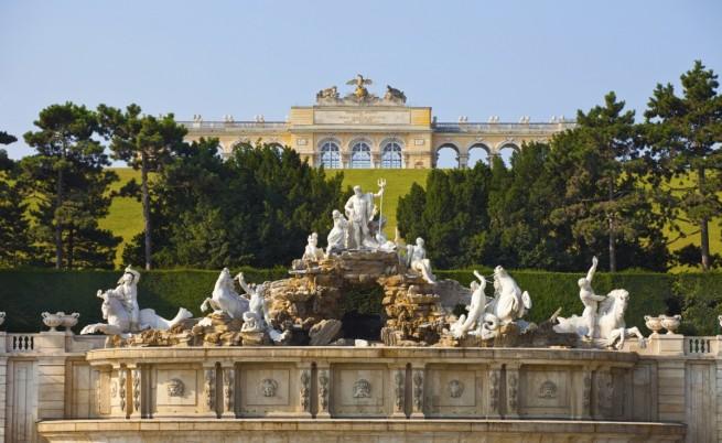 Фонтанът на Наполеон в градините на двореца Шьонбрун
