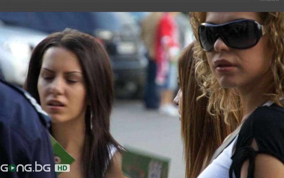 ВИДЕО: Блясък по трибуните, футболни съпруги подкрепят ЦСКА и Славия