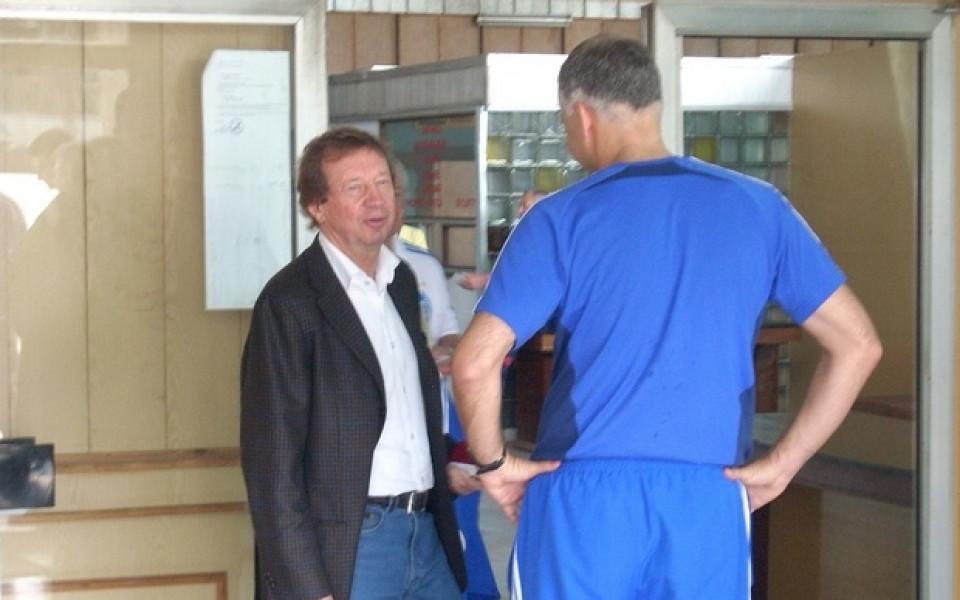 Динамо пристигна с два чартъра за мача с Литекс