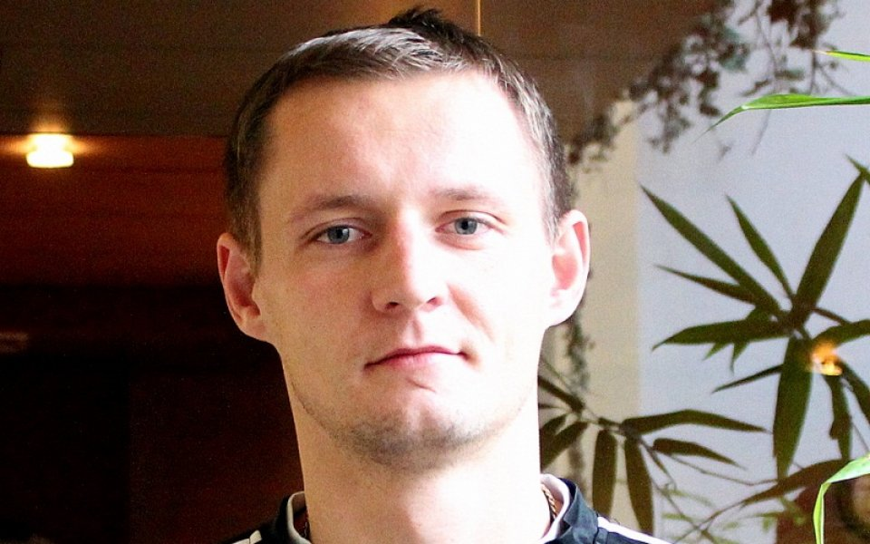 СНИМКИ: Андрей Павлов подписа с Локо Пд за 1.5 година и тренира с Кулиш