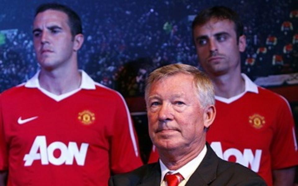 Юнайтед и Бербатов забавиха с една година развода си