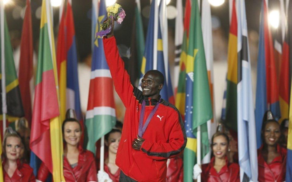 Олимпийски шампион получи чек за 80 хиляди и обещание за нова къща с три спални