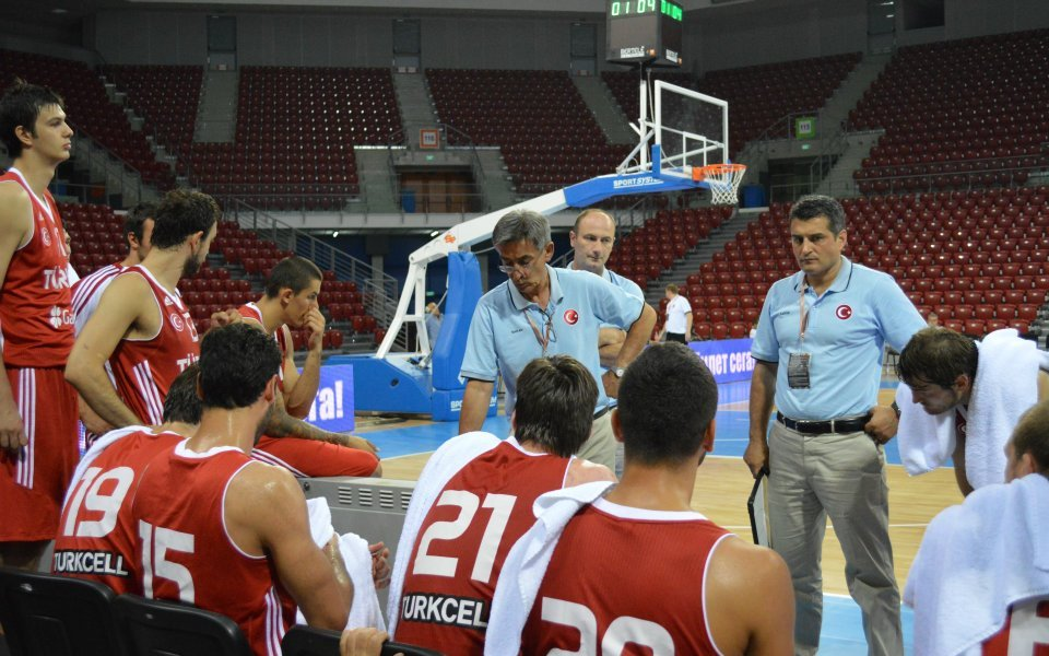Селекционерът на Турция избухна: Треньорите в НБА са глупаци