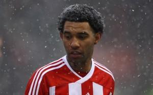 Бивша звезда на Ливърпул и Стоук ще играе в 7-ма дивизия на Англия