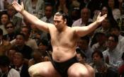 Аоияма с първа победа на майския турнир в Токио