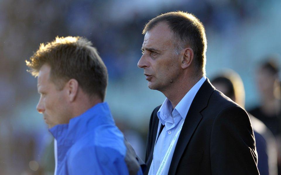 Треньорът на Левски: Искам футболистите да си тръгнат от стадиона с вдигнати глави