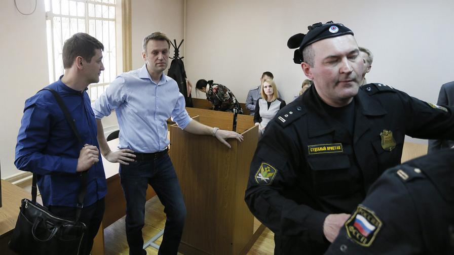 Още шест месеца домашен арест за Алексей Навални