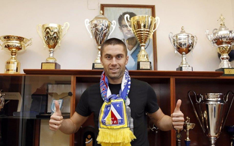 СНИМКИ: Пламен Крумов подписа с Левски за година и половина