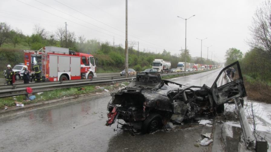 Лек автомобил се запали и изгоря напълно на 10 април в Русе. Шофьорът успя да се спаси, като скочил своевременно от колата
