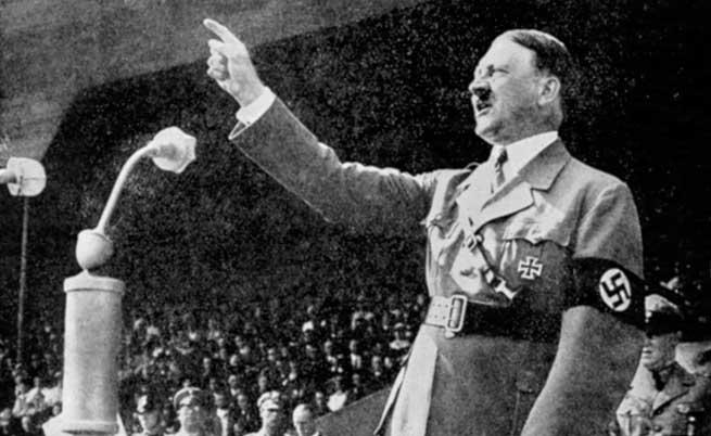Историци: Хитлер е бил зъл заради деформирани гениталии
