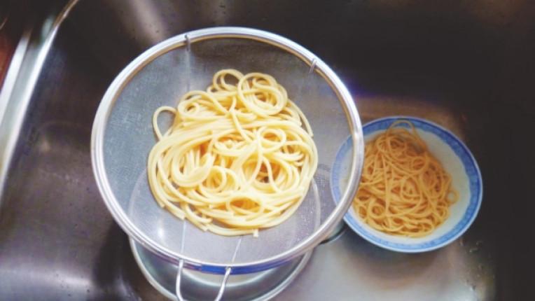 спагети техника каперси пармезан пекорино варене чушки