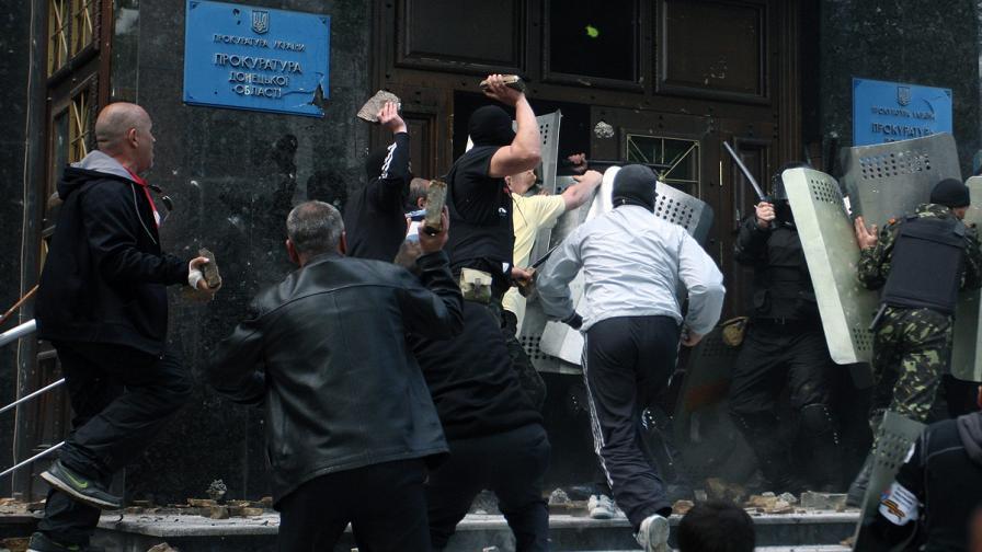Проруски активисти щурмуваха прокуратура в Донецк