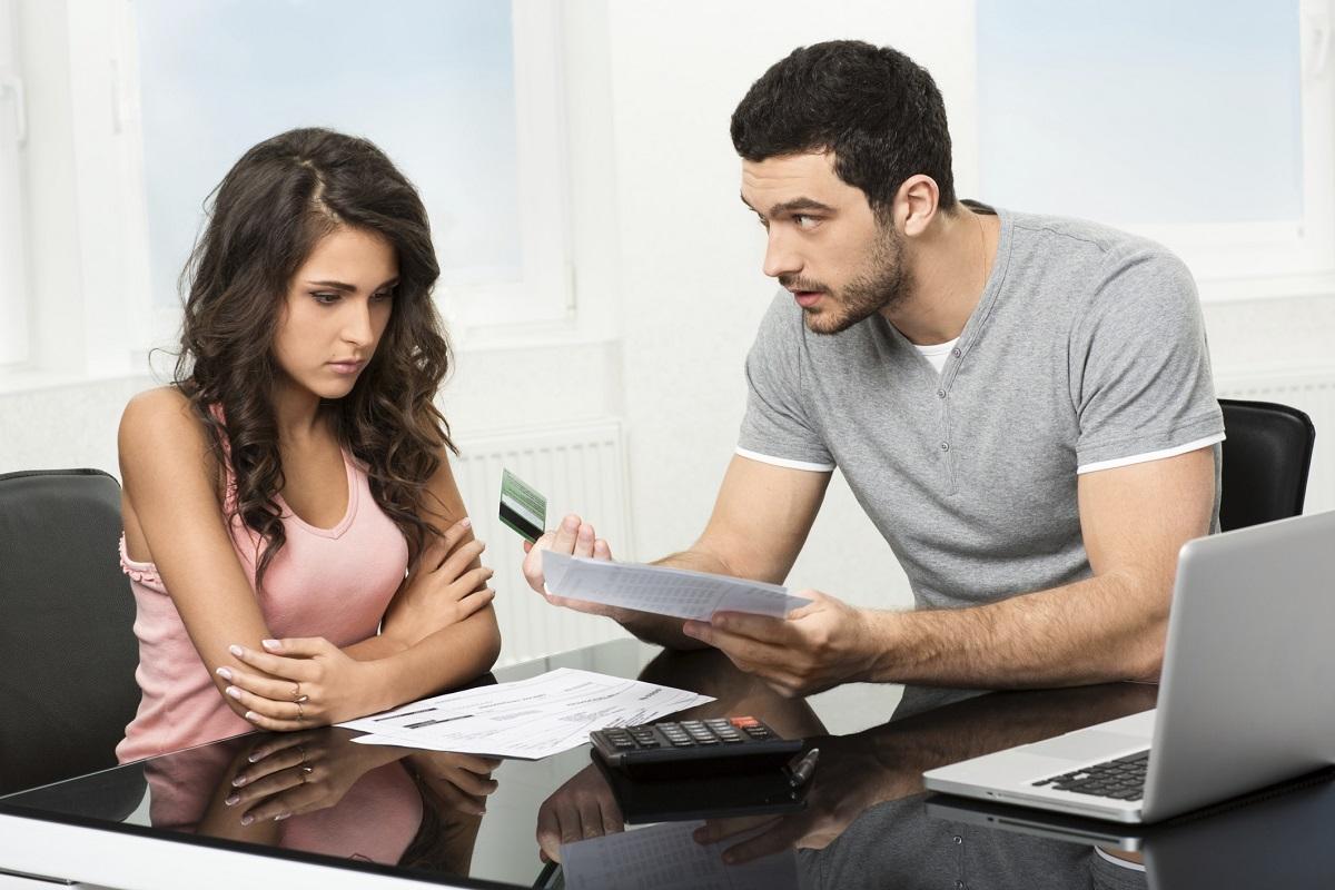 Паричните проблеми са на последното десето място в класацията с причините за развод според жените.