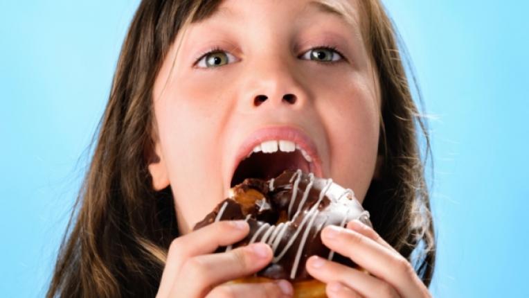 дете храна лакомо момиче