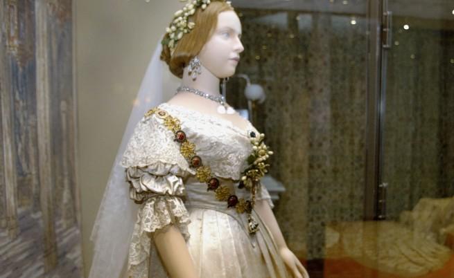 Защо сватбената рокля е бяла