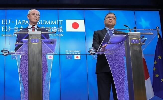 Херман ван Ромпой (вляво) и Жозе Мануел Барозу