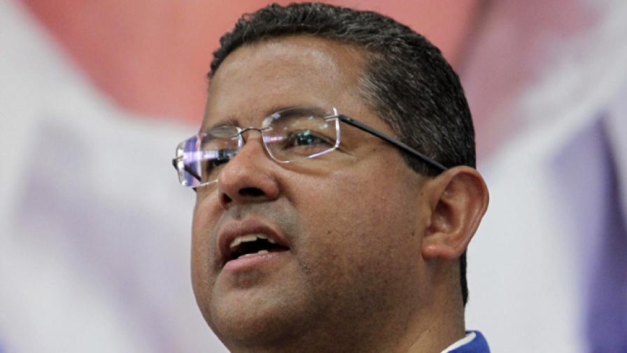 """""""Интерпол"""" издирва бившия салвадорски президент Франсиско Флорес"""