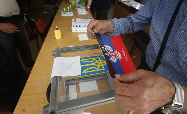 Откриха над 100 хил. фалшиви бюлетини преди референдума в Източна Украйна