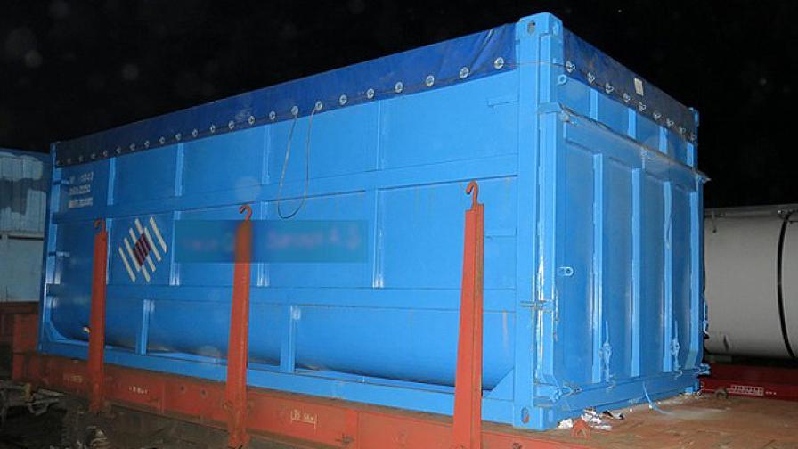 Задържаха 25 нелегални имигранти, укрити в контейнери