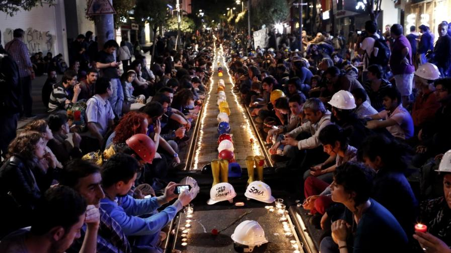Бдение в Истанбул в памет на загиналите миньори